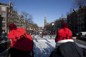 Watch the classical concert on ice on the Prinsengracht in Amsterdam — Stock Photo