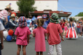 Children Watching The Parade On The 4th Of July — Stock Photo