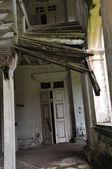 Abbandonata la vecchia casa — Foto Stock