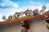 Chinese dragons on a temple — Stock Photo