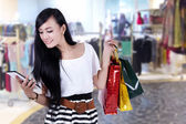Beautiful woman at shopping center — Stok fotoğraf