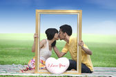 Lovers kissing in the park — Stock Photo