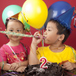 Sibling celebrating birthday 2 — Stockfoto