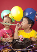Sibling celebrating birthday 2 — Foto Stock