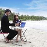 在海滩上休闲会议 — 图库照片