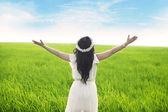 Woman expressing freedom — Stock Photo