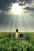 Kvinna helad av guds kraft — Stockfoto