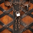 Iron padlock and chain on old door — Stock Photo