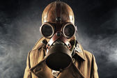 Grunge portrait man in gas mask — Photo