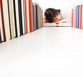 Uczeń zasnął podczas odrabiania lekcji jego. Podobne zdjęcia — Zdjęcie stockowe