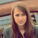 Beautiful brunette — Stock Photo #9893157