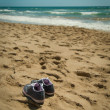 Get your shoes off, we are in the beach!! — Stock Photo