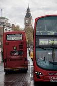 Big ben e 2 passando il bus — Foto Stock