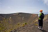 在加那利群岛的拉帕尔马大火山附近的男孩 — 图库照片