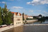 Visa från karlsbron, praha, huvudstaden i den tjeckiska r — Stockfoto