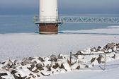 Basis für eine große offshore windturbine in einem gefrorenen meer — Stockfoto