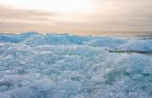 Montículos de hielo al atardecer en los países bajos — Foto de Stock