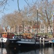 Barges in old historic harbor of Schiedam, The Netherlands - Stockfoto