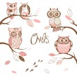 Owls, trendy card with owls sitting on the brunches — Stock vektor