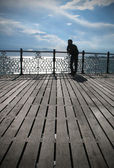 A young man looking into the distance, coast, Brighton, Pier — Stock Photo