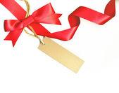 赤い弓と白い背景で隔離のラベルで美しいリボン — ストック写真
