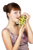 Young woman eating grapes — Stock Photo