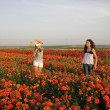 2 Girls at the flower field — Stock Photo