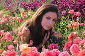 花の美しいスパの女の子きれいな女の子 — ストック写真