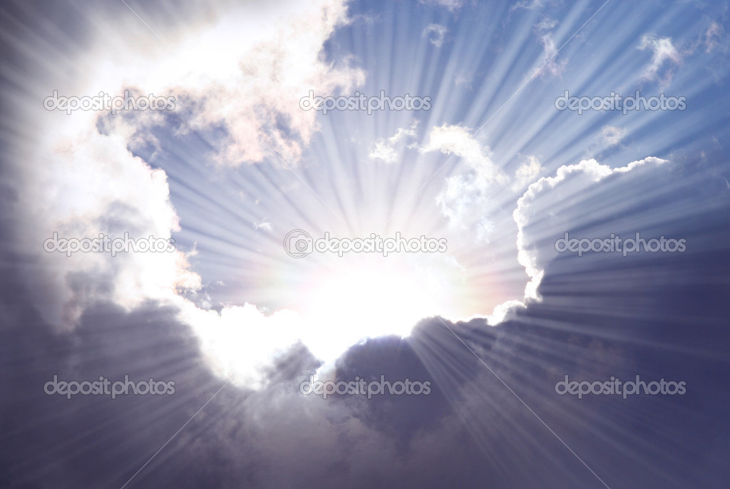 Sunshine rays among dramatic clouds. — Stock Photo #10069508