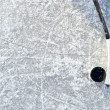 Hockey stick and puck — ストック写真