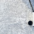 bastone da hockey e puck — Foto Stock