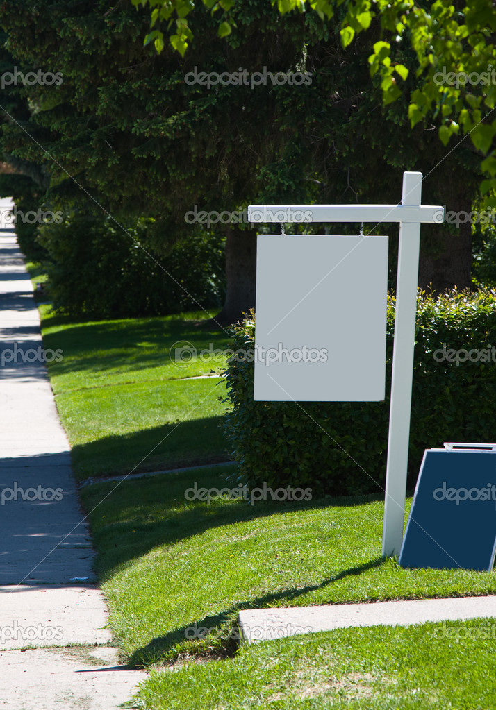 Blank real estate sign — Stock Photo #9235310