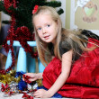 The girl dresses up Christmas tree — Foto Stock
