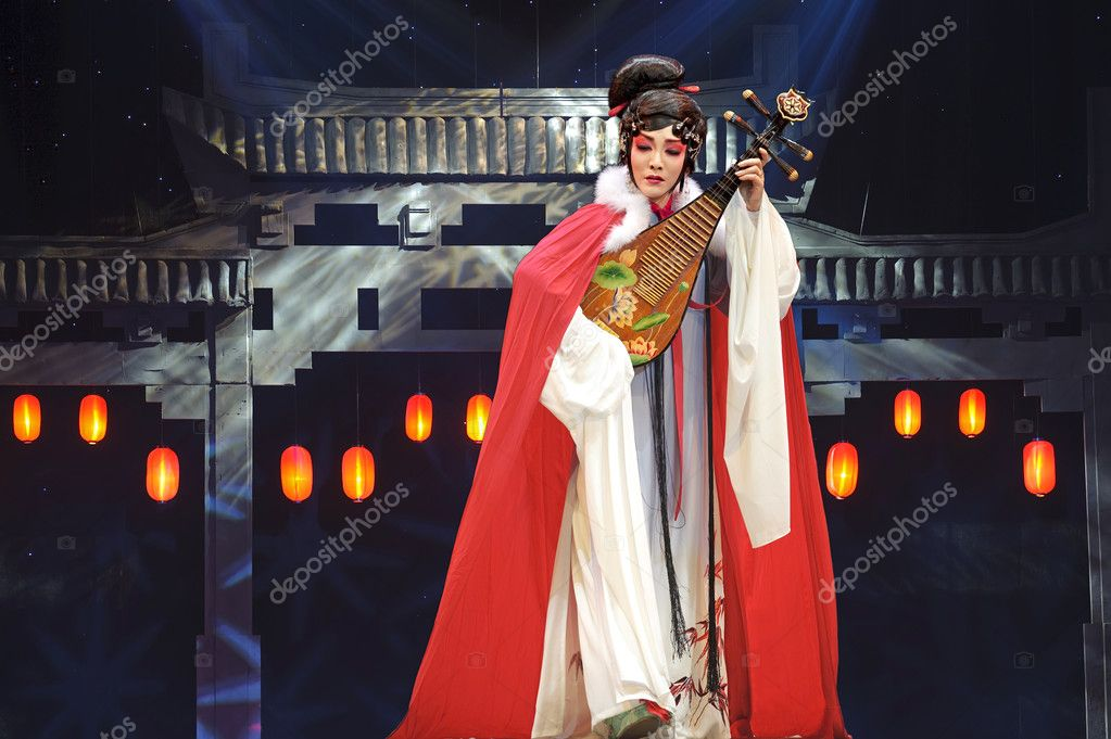 Chinese opera actress perform on stage to compete for awards in 25th Chinese Drama Plum Blossom Award competition at Xinan theater.Jun 4, 2011 in Chengdu,China. — Stock Photo #7965195