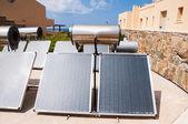 Güneş enerjili su ısıtıcı — Stok fotoğraf