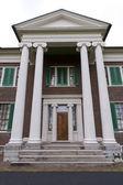 Voorste ingang van herenhuis in waveland staat historische site. lexing — Stockfoto