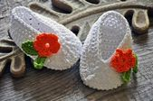 White crochet baby shoes — Stock Photo