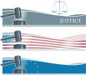 Set van hamer banners met vlaggen achtergrond en schalen van justitie — Stockvector