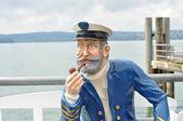 Schiffskapitän raucht Pfeiffe — Stock Photo