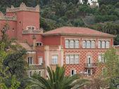 Reddish building in Guell park, Barcelona , Spain — Stock Photo