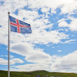 Islands flagga vågor i himlen — Stockfoto