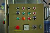 Kontroll ombord med många knappar i en fabrik — Stockfoto