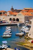 ντουμπρόβνικ, κροατία, ευρώπη, βάρκες στο λιμάνι — Φωτογραφία Αρχείου