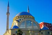 Mešita a minaret na balkáně — Stock fotografie