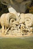 水喷泉雕塑门面 — 图库照片