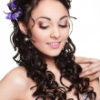 beauty wedding hairstyle with bright flowers and bright makeup — Stock Photo