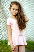Portret van een jong meisje in een sportschool pak — Stockfoto