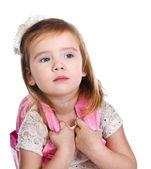 Porträtt av liten flicka med en ryggsäck — Stockfoto