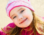 Portrait of smiling little girl outdoors on a spring day — Stock Photo