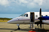 Private propeller plane waiting — Stock Photo